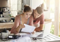 young-couple-managing-finances
